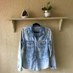 GAP Light Wash Denim Collared Button Up Shirt